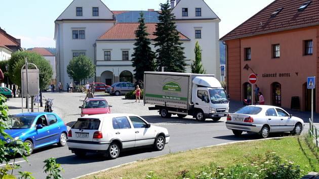 Hlavním zdrojem prašnosti v Hranicích je podle odborníků automobilová doprava.