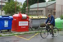 Kontejnery jsou umístěny na Hromůvce, v ulicích Tyršova a Studentská (na snímku) a v Drahotuších