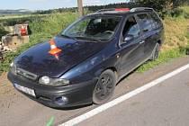 V božích mukách skončilo auto řidičky, která havarovala u obce Ústí na Hranicku.