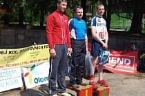 Aleš Dedek z AD Pemap Brodek (uprostřed) vyhrál mistrovství kraje v duatlonu, druhý byl Ivo Vrba (vlevo) z Rocktechniku Hranice.