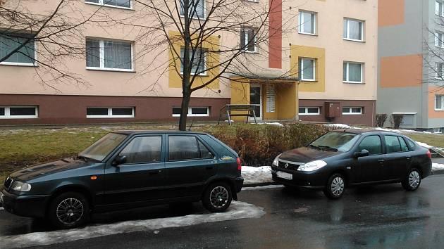 Hranické sídliště Hromůvka prošlo v minulých letech několika revitalizacemi, ale s parkovacími místy je problém.