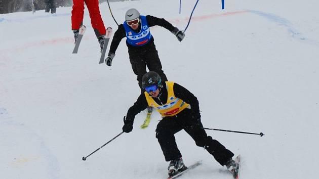 Ve žlutém dresu Michal Berka, v modrém Tomáš Vychlopen.