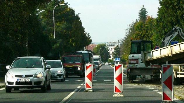 Průjezd po silnici I/35 je tento týden možný jen jedním jízdním pruhem. Proto se tvoří kolony.