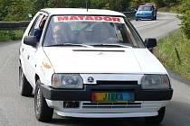 Jiří Pavelka ml. a Jiří Pavelka st. ve svém autě.