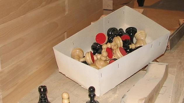 Figurky z dílny Leopolda Novotného zaměstnávají šedou kůru mozkovou mnoha šachystům.