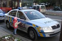 Přerovská policie získala v polovině listopadu celkem deset automobilů ve stříbrné metalíze s modrožlutými reflexními pruhy.