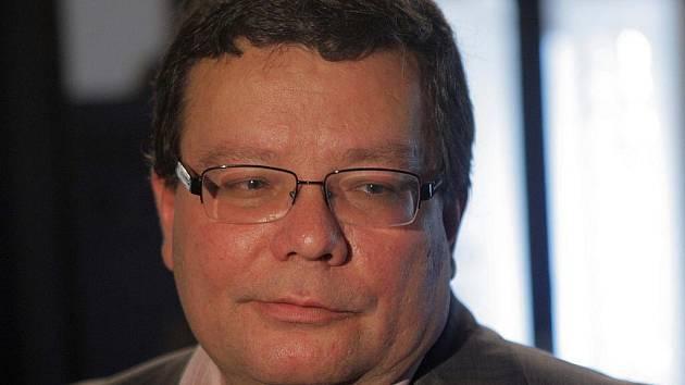 Ministr obrany Alexandr Vondra v Hranicích