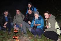 Noční procházky kolem hradu Helfštýn se účastnily desítky zájemců