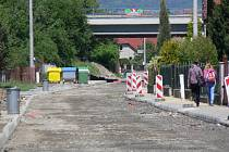 Hviezdoslavova ulice v Hranicích čeká na nový asfaltový koberec