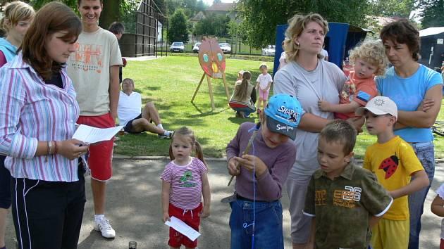 Na pouti si děti užívaly kolotoče, hry a soutěže.