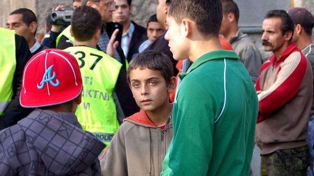 Romské sdružení Roma Realia odstartovalo ve středu celostátní petiční akci proti plzeňskému magistrátu. Česká romská sdružení chystají projekt nazvaný Exodus. Má pomoci sehnat Romům peníze, aby mohli vycestovat ze země.