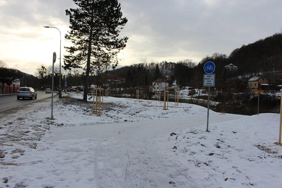Nová cyklostezka vede od bývalého učiliště vHranicích směrem do teplického lázeňského parčíku.