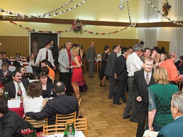 Na Hasičském plesu v Ústí bylo veselo.