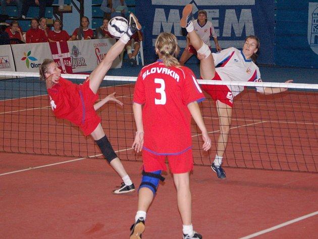 Nohejbalové mistrovství světa juniorů a žen se o víkendu konalo v přerovské tenisové hale.