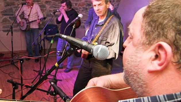 Vocal Country Decent zaplnil zámecký klub.