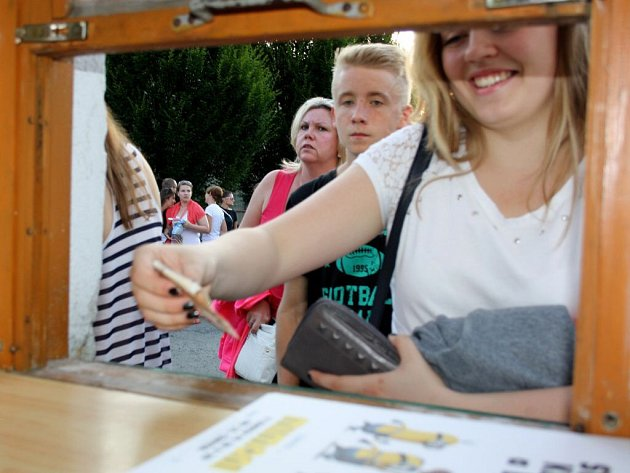 Film Mimoni přilákalo do Letního kina v Hranicích více než 1200 diváků, dalších 300 se vracelo domů s nepořízenou z důvodu omezené kapacity kina