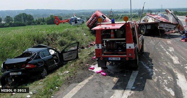 Tragická srážka dvou osobních aut a kamionu Na Horecku uLipníka nad Bečvou