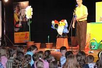V sobotu dopoledne přijel děti do Hranic pobavit Michal Nesvadba. Pořad s názvem Michal je kvítko zaplnil Sokolovnu.
