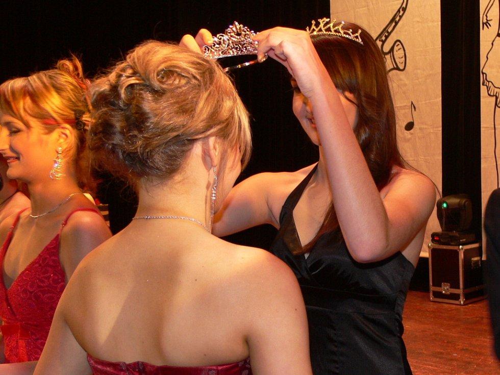 Absolutní vítězkou letošního 11. ročníku soutěže krásy Dívka roku 2009 se v Hranicích stala čtrnáctiletá Kristýna Šímová.