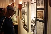 V Gotickém sále Staré radnice se otevřely veřejnosti hned dvě výstavy - Plnou parou vpřed a Vlaky na fotkách.