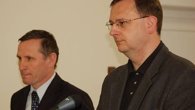 U soudu v Přerově stanuli v pátek v roli svědků ministr Petr Nečas a šéf lidovců Jiří Čunek.
