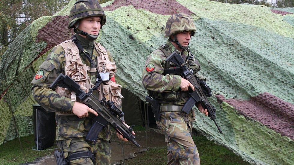 Vojáci z Hranic se účastní desetidenního cvičení Dukla Spirit 2017.