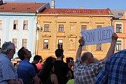 Demonstrace proti Babišovi v Hranicích, i s vystoupením Tomáše Hradílka