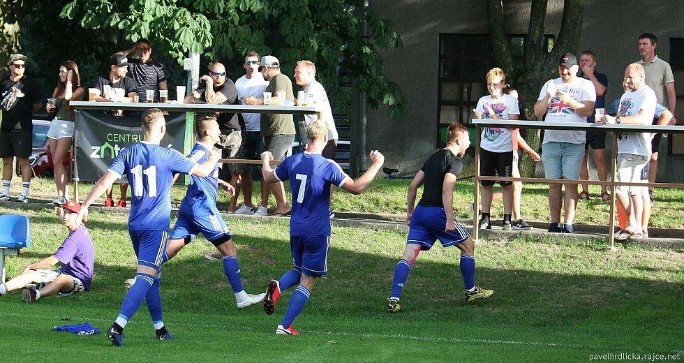 Fotbalisté Všechovic (v modrém) porazili Nové Sady 1:0.