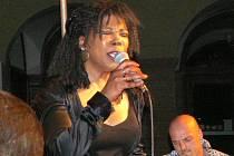 Americká jazzová zpěvačka Joyce Hurley.