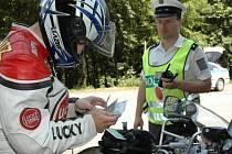 Závěr motorkářské sezony se obešel bez havárií, ale i tak policisté odhalili několik pirátů silnic.