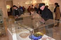 """Expozice """"Rosické sklo"""" ve Výstavní síni Staré radnice v Hranicích"""