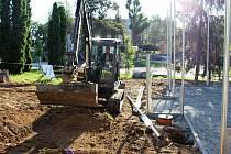 Stavba nového multifunkčního hřiště na Skleném kopci v Hranicích.