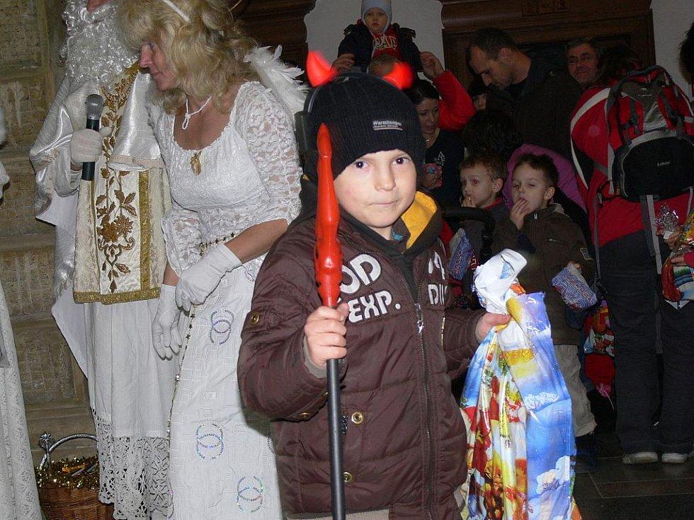 Mikuláš na Hranicku naděloval dárky