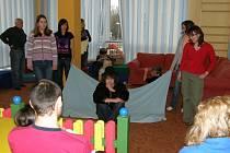 Za dětmi hospitalizovanými v přerovské nemocnic zavítal divadelní soubor Kandrdásek.