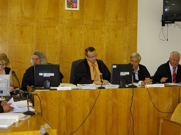 Soud v kauze Čunek pokračoval v Přerově i ve čtvrtek 19. června, kdy před okresním soudem stanul v roli svědka Vlastimil Zubík.