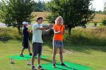 K celosvětovému Dni žen na golfu se připojuje také Golfový klub Radíkov. Na vlastní kůži si tento v Česku ještě ne příliš tradiční sport vyzkoušela i šéfredaktorka Přerovského a hranického deníku Liba Mátlová.