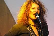 Americká zpěvačka navštívila Hranice už vloni v rámci svého evropského turné. Tentokrát se hodlá zdržet týden, zajímá se totiž i o historii města.