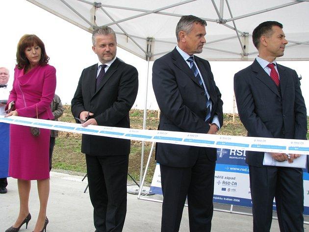 V úterý 23. září 2008 byl otevřen nový úsek dálnice D1, který už vede i bokem Kroměříže.