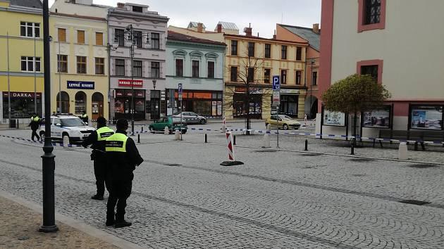 Na náměstí v Hranicích hrozí pád kostelní věžičky