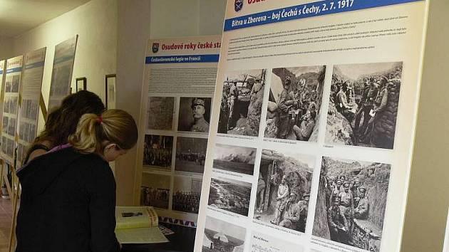 Putovní výstava s názvem Osudové roky české státnosti se v hranické knihovně
