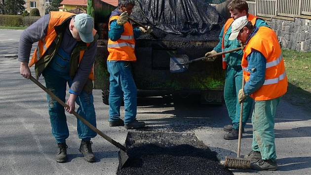 Opravy výtluků ve Zborovského ulici
