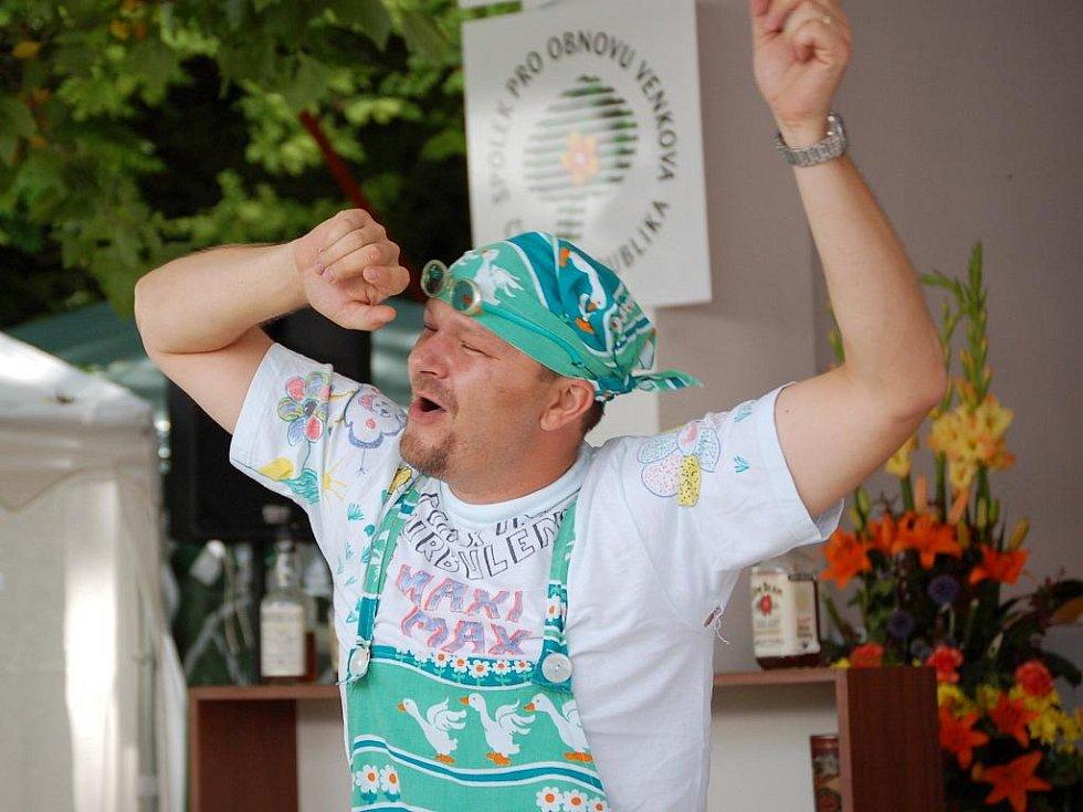 V Tučíně si podle starosty Jiřího Řezníčka dělají všechno sami. Místní proto hravě zvládnou i skupinu Maxim Turbulenc.