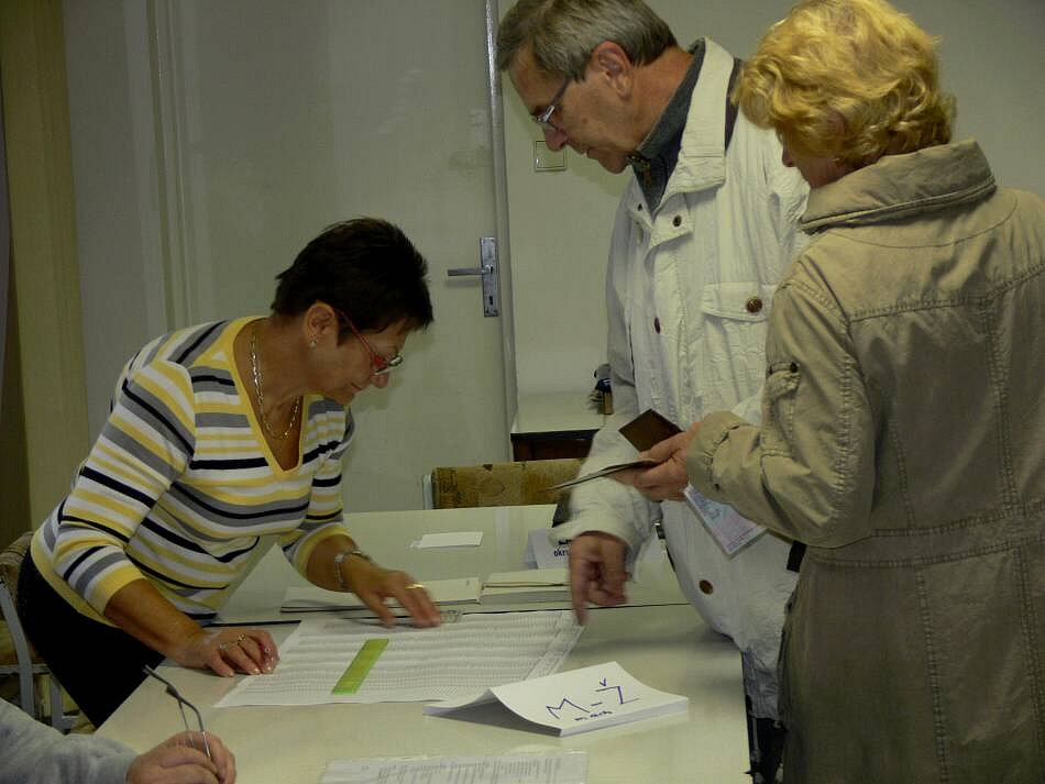 Lidé volili krajské zastupitele i v areálu hranické nemocnice na Zborovské ulici.