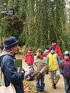 Den stromů si v úterý 20. října připomněli prohlídkou s odborným výkladem návštěvníci parku Michalov.