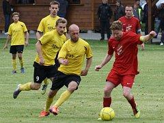Fotbalisté Ústí (v červeném) proti Novým Sadům