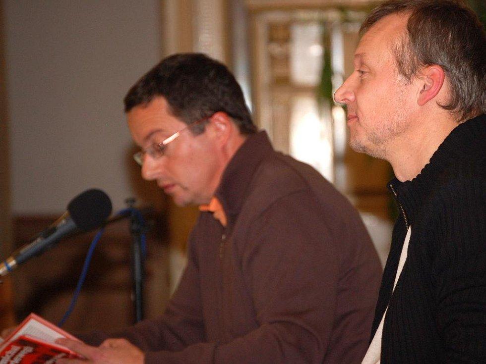 Hosty festivalu s názvem Nebe počká byli dva známí čeští spisovatelé Michal Viewegh a Martin Reiner.