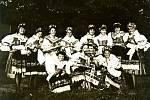Svátek sklizně slavili na konci žní snad v každé obci. Výjimkou nebyla ani Skalička. Na fotografii z 60. let jsou zachycena děvčata v nádherně krojovaných kyjovských krojích.