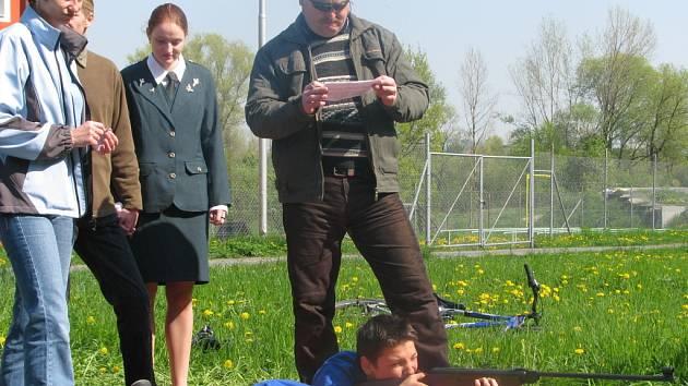Součástí okresního kola soutěže Zlatá srnčí trofej byla v sobotu v hranickém areálu Na střelnici také střelba ze vzduchovky