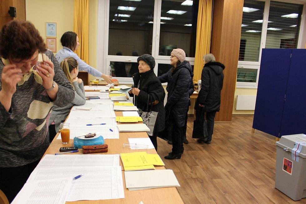 Prezidentské volby v 11. okrsku v Domově seniorů v Hranicích