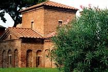 Mausoleo di Galla Placida. Zvenku malá, nenápadná stavba, uvnitř něco, já nevím, prostě dokonalého.